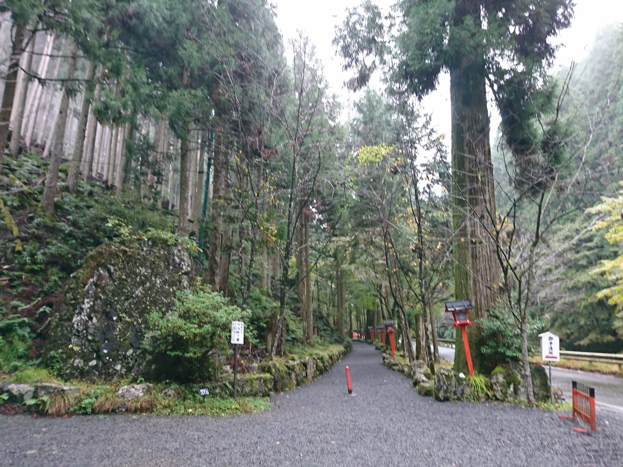 貴船神社の奥宮と進む道