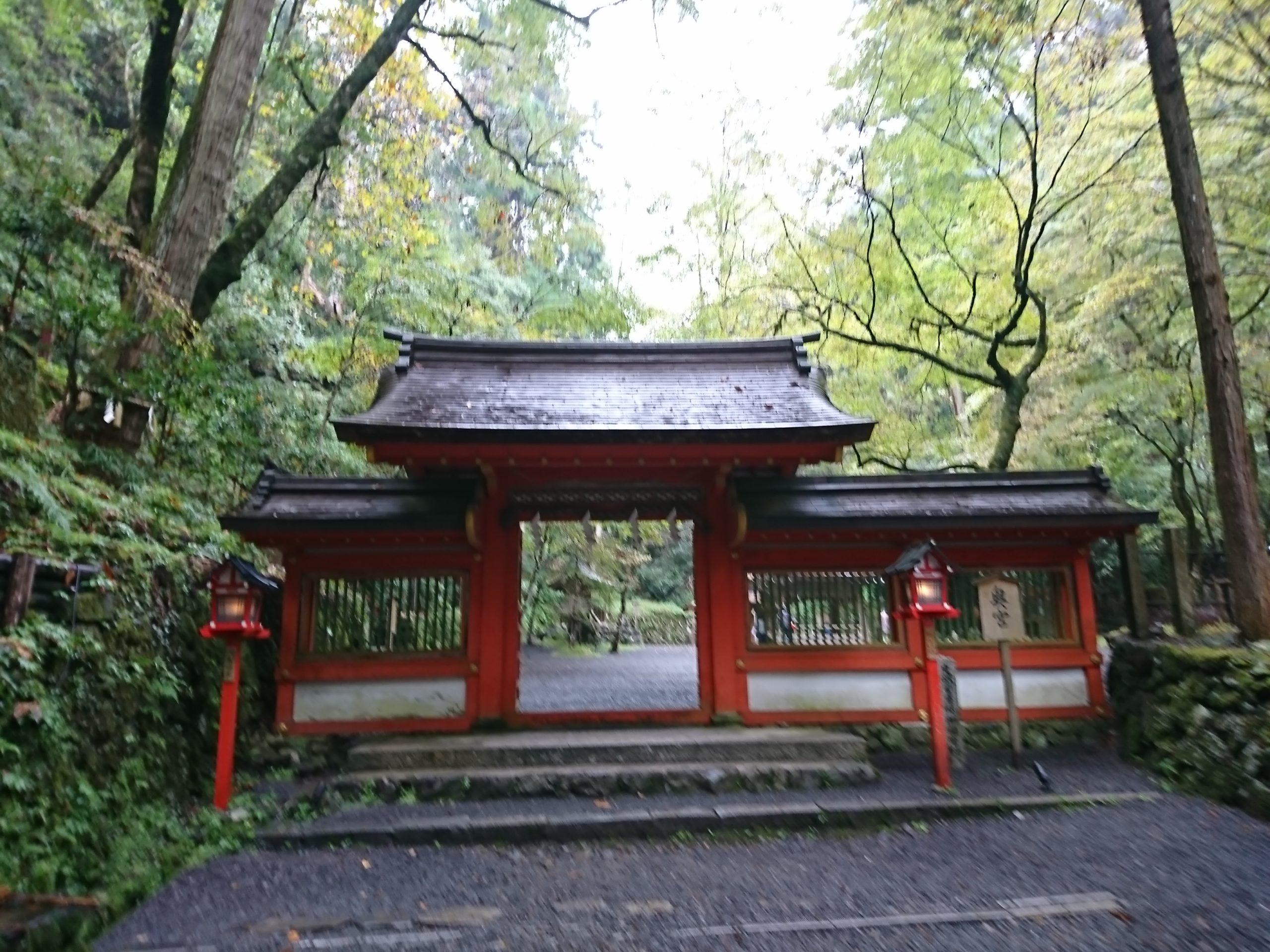 貴船神社の奥宮・神門