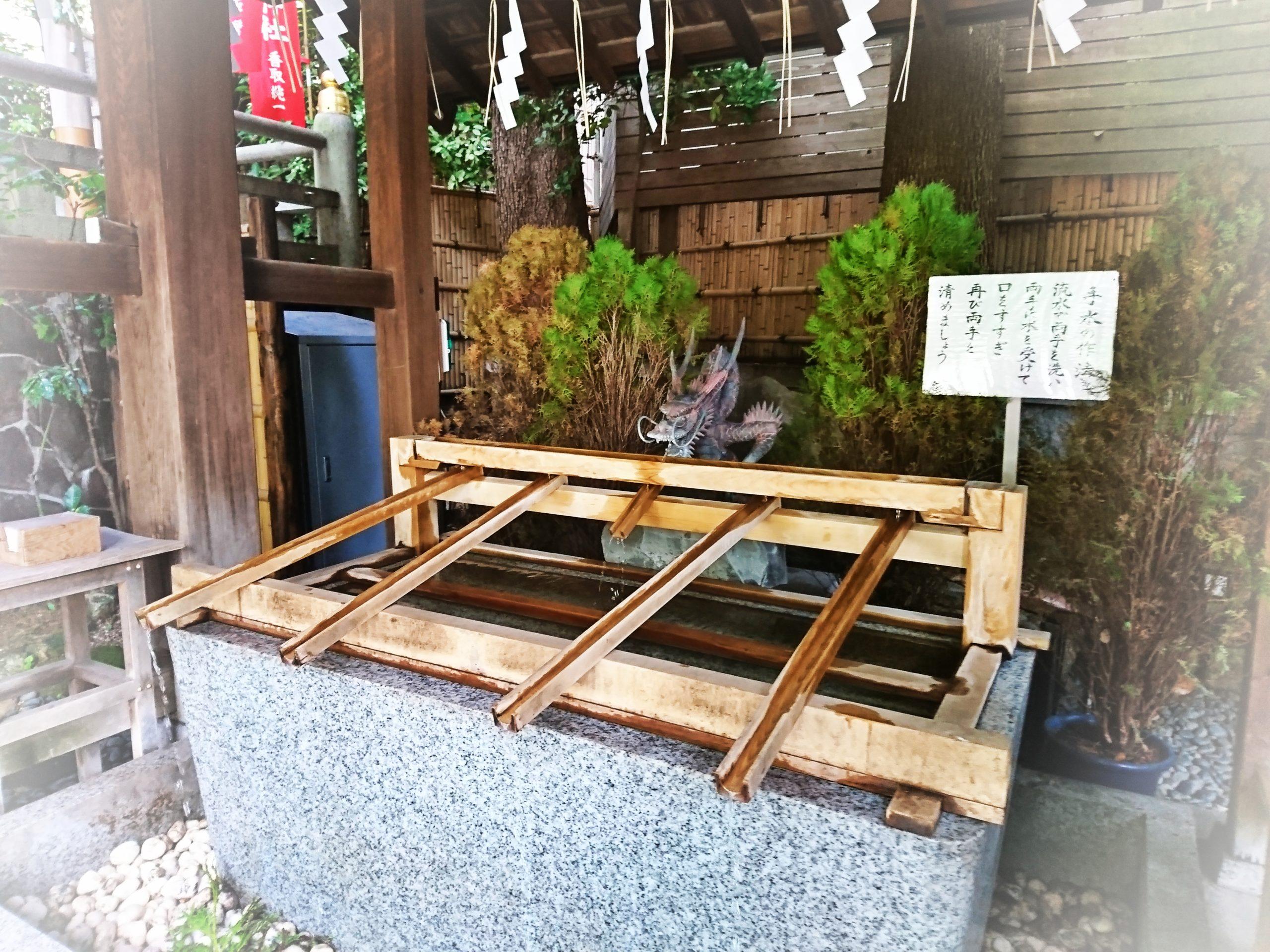 恋愛の神様で有名な東京大神宮の手水舎