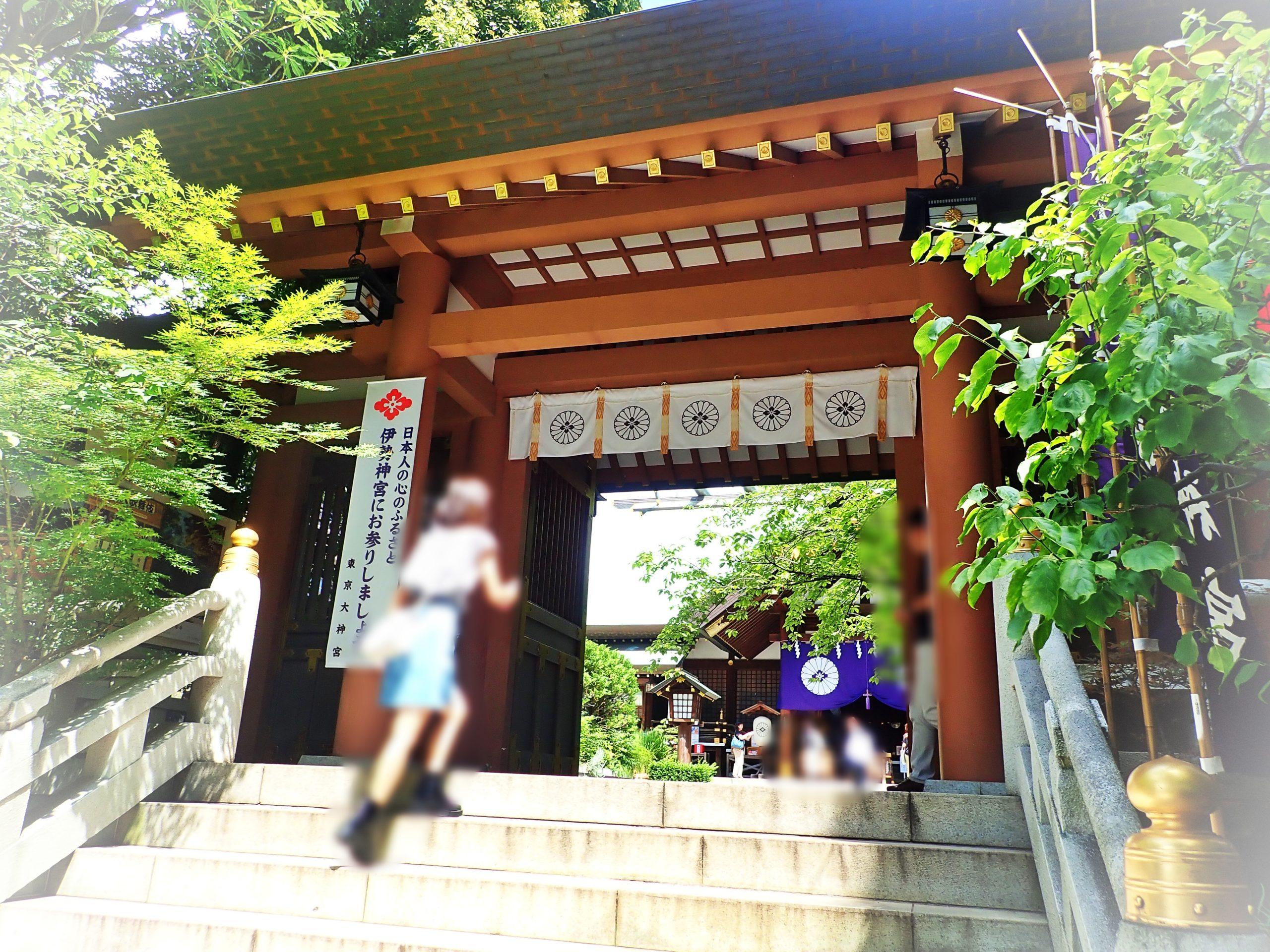 恋愛の神様で有名な東京大神宮の神門